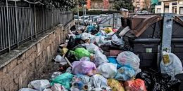 Roma Capitale: l'emergenza rifiuti sta mettendo in ginocchio la città