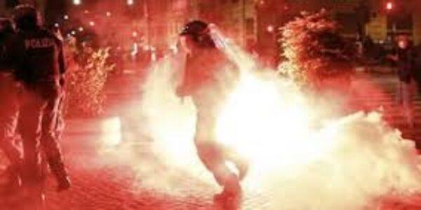 Roma/guerriglia urbana provocata da delinquenti.