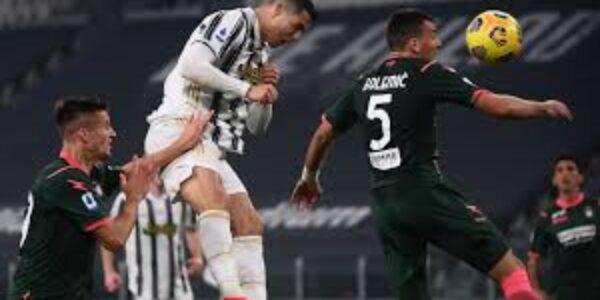 Sport/Calcio: laJuve passeggia con il Crotone