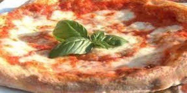 Pizza napoletana/Come uccidere in tre minuti un'eccellenza italiana famosa nel mondo