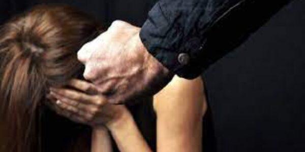 Ciociaria/Donna malmenata dal compagno davanti alla figlioletta di due anni